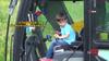 5 yaşındaki Emre iş makinesi kullanabiliyor