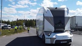 Dünyada bir ilk! Elektrikli sürücüsüz kamyon