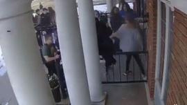 ABD'de öğrenciler camiye sığınarak kurtuldu