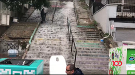 Sağanak yağmur merdiveni şelaleye çevirdi