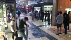 Kapalıçarşı ve Eminönü'ndeki işyerlerini su bastı