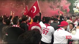 Fransa'da Türk taraftarların coşkulu bekleyişi