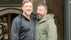 Russell Crowe'dan Cem Yılmaz'a tebrik mesajı