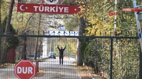Sınır dışı edilen terörist tampon bölgede kaldı