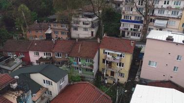 Evleri mühürlenen mahalle sakinleri isyan etti