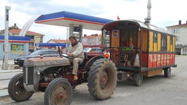 Traktörüyle dünya turuna çıktı