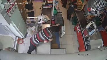 Vatandaşlar soyguncuyu alt etti!