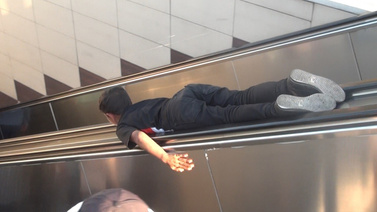 Metro'da tehlikeli oyun!