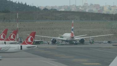 Londra uçağı İstanbul'a acil iniş yaptı!