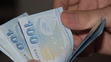 CHP'li eski vekili 2 milyon lira dolandırdılar