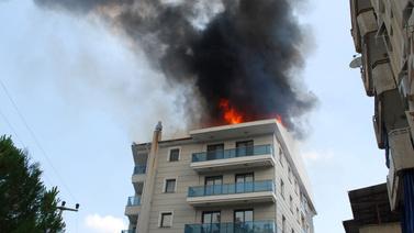 Manisa'da büyük panik: 5 katlı bina alevler içinde