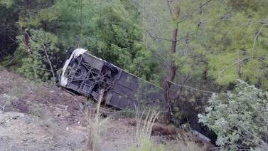 Tur otobüsü devrildi: 20 yaralı