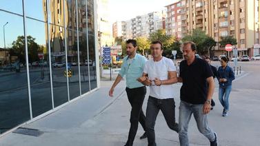 İki bavul altınla kaçan sarraf tutuklandı!