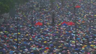 Protestocular insan seli yarattı