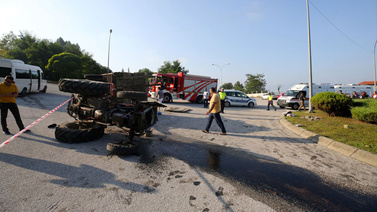 Fındık işçilerini taşıyan traktör devrildi!