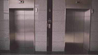Evine kadar takip edip asansörde taciz etti!