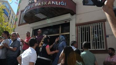 Oturma eylemi yapan annelerden HDP'ye tepki