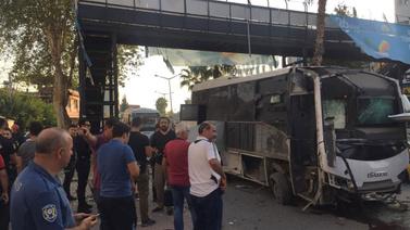 Adana'da çevik kuvvete bombalı saldırı