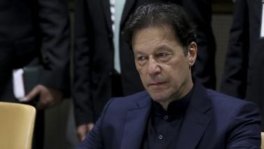 Pakistan Başbakanı'nı taşıyan uçak acil iniş yaptı