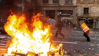 Barcelona'da ateş sönmüyor: 182 yaralı