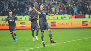 Trabzonspor 10 kişiyle kazandı