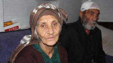 80 yaşındaki kadın 63 yaşındaki eşini odunla dövdü