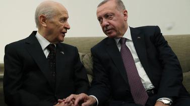 Erdoğan ve Bahçeli kuliste bir araya geldi