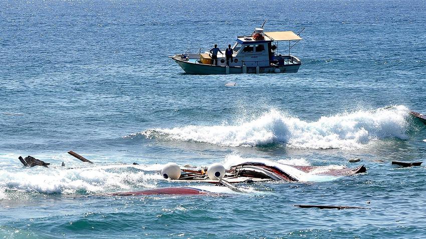 Göçmenleri taşıyan tekne battı!
