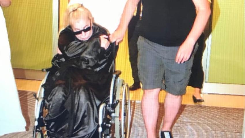 Zerrin Özer hastaneye kaldırıldı!