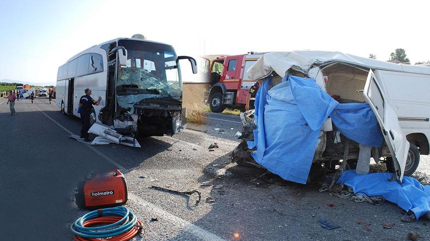 Salihli'de feci kaza: 6 ölü 22 yaralı