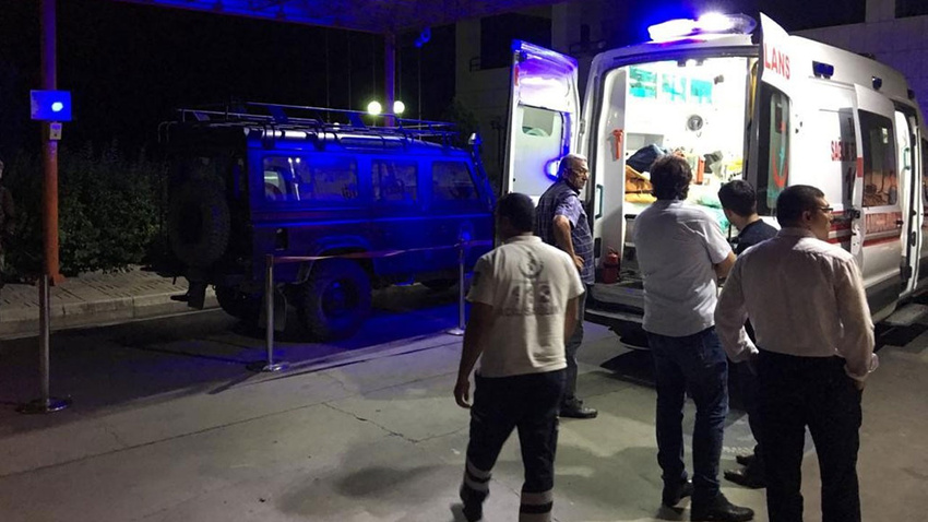 Özel harekat polisleri kaza yaptı