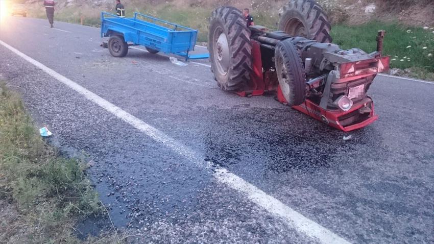 Traktör ters döndü
