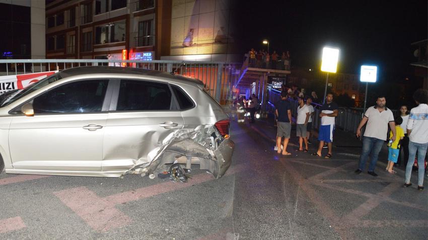 İstanbul'da korkunç kaza!.. Otobüs durağına daldılar!