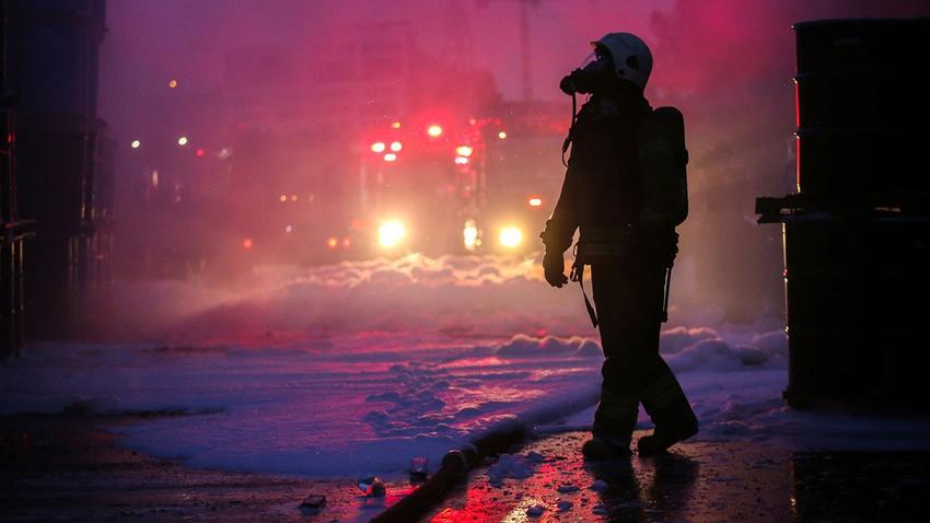 İstanbul'da korkutan yangın!.. Tamamen kül oldu!