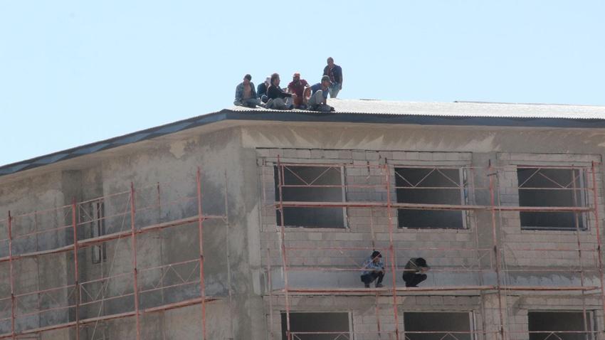 Paraları eksik yatan işçiler intihara kalkıştı