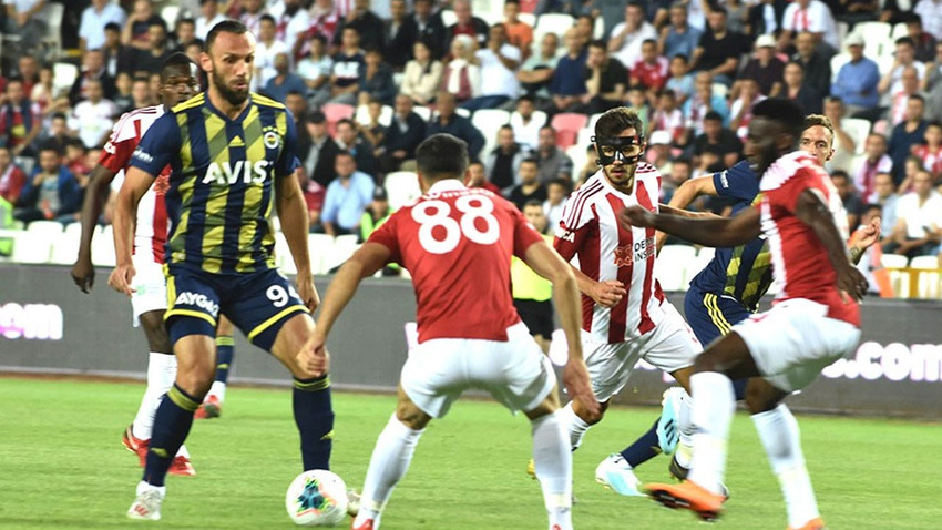 Sivasspor - Fenebahçe: 2-1 maç sonucu