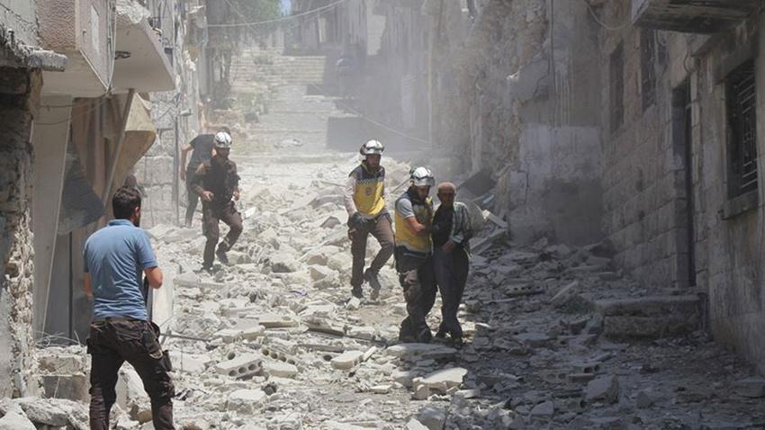 Rus savaş uçakları İdlib'de bir köyü vurdu: 13 ölü
