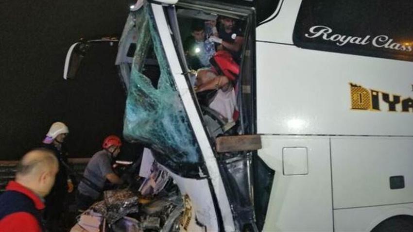 Yolcu otobüsü ile TIR çarpıştı: 30 yaralı
