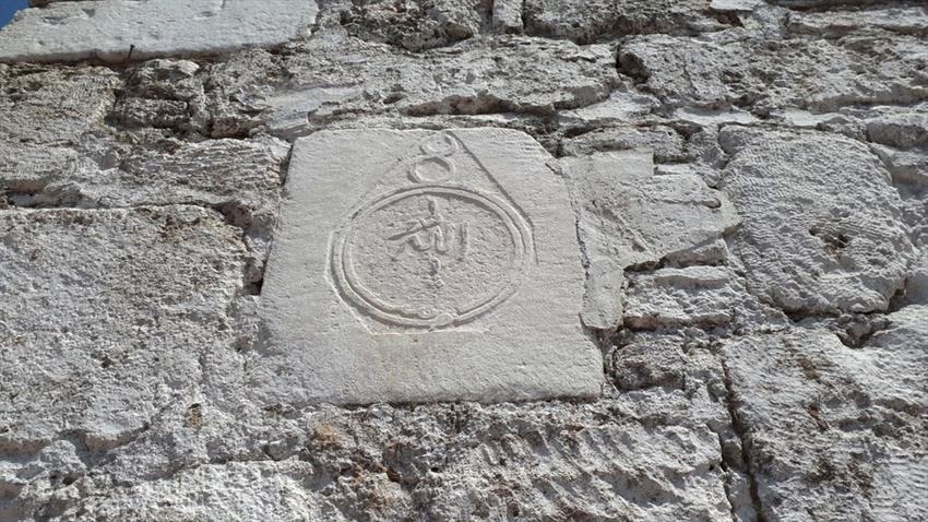 Antik kentteki tarihi eserleri alıp ev inşaatında kullanmışlar!