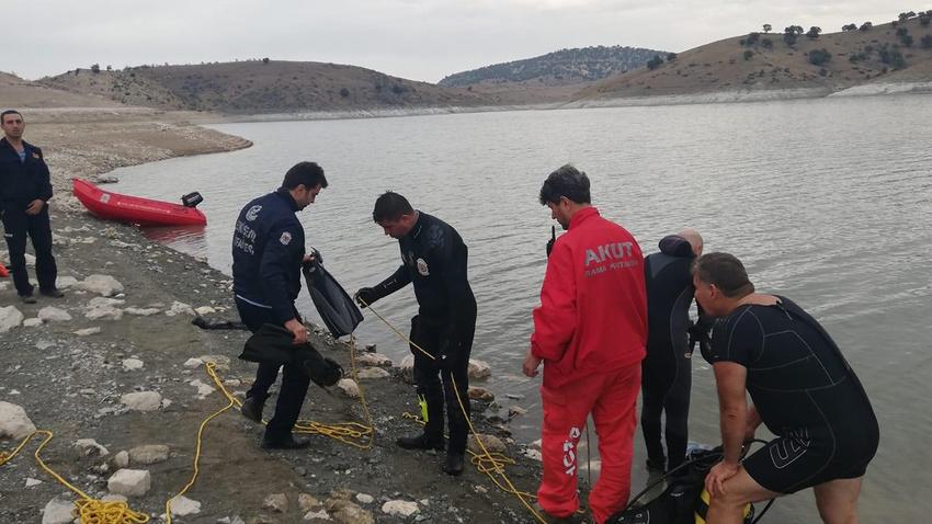 15 metre derinlikteki cesedi sonarla buldular!