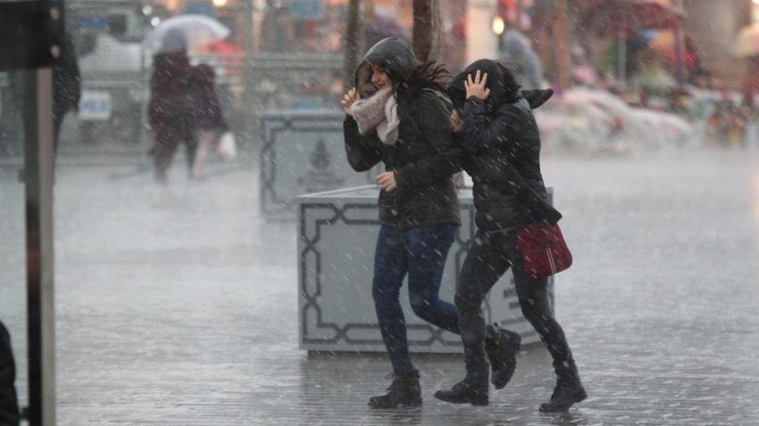 Meteoroloji saat verdi: Yağmur ve fırtına geliyor!