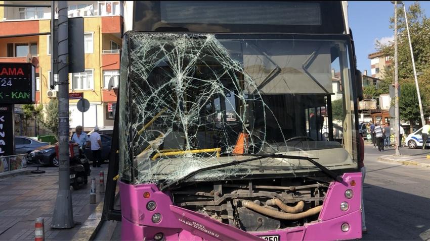 İstanbul'da halk otobüsü 4 araca çarptı: 7 yaralı