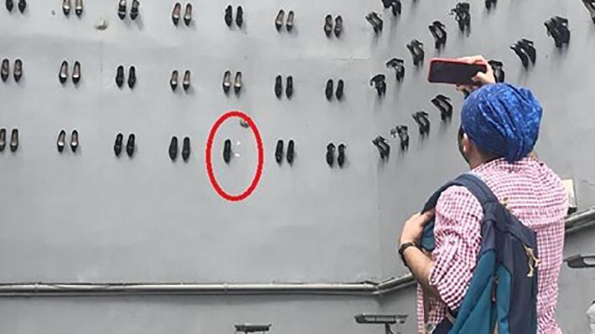 Beyoğlu'ndaki utanç duvarından ayakkabı söken kişi yakalandı