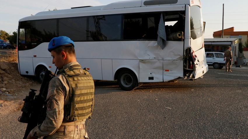 Jandarmaları taşıyan otobüsle tır çarpıştı: 1 şehit 14 yaralı