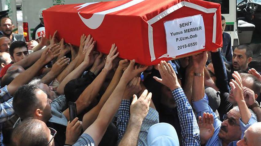 Konya'da 20 bin kişi şehidini son yolculuğuna uğurladı