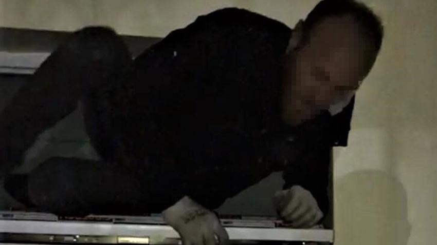 Havalandırma camında suçüstü yakalandı