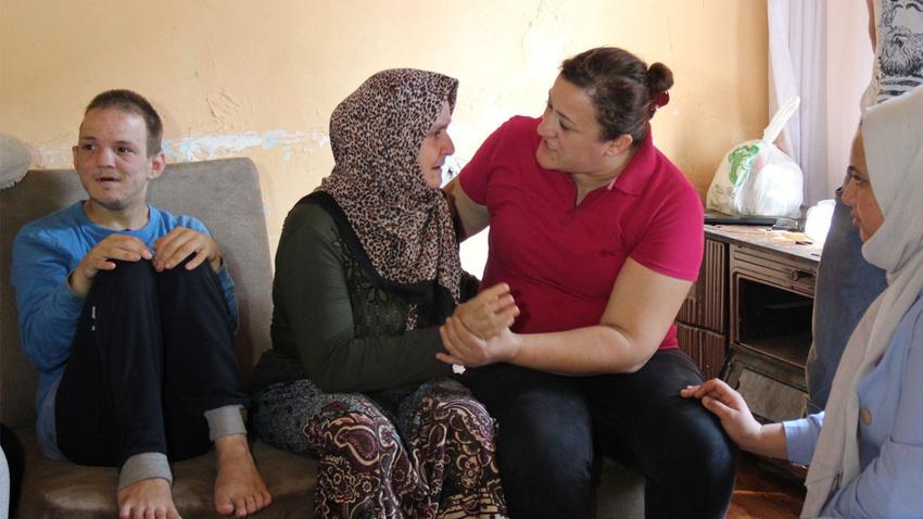 Zihinsel engelli 2 çocuk ile harabe evde yaşam savaşı veriyor