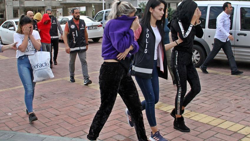 Alanya'da fuhuş operasyonu: İkisi küçük yaşta 4'ü kadın 6 gözaltı