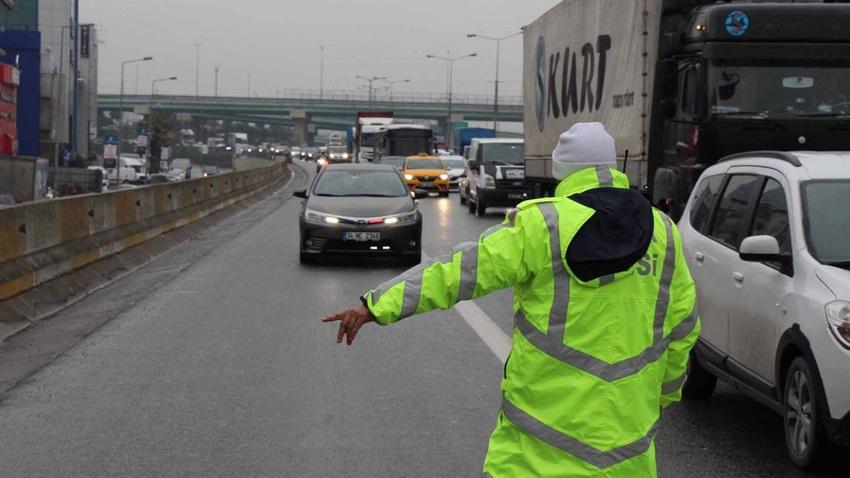 Dikkat! Yarın başlıyor, bu kurala uymayan araçlar trafikten men edilecek