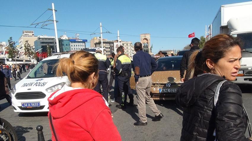 Yer: Taksim... Gören telefonuna sarıldı!